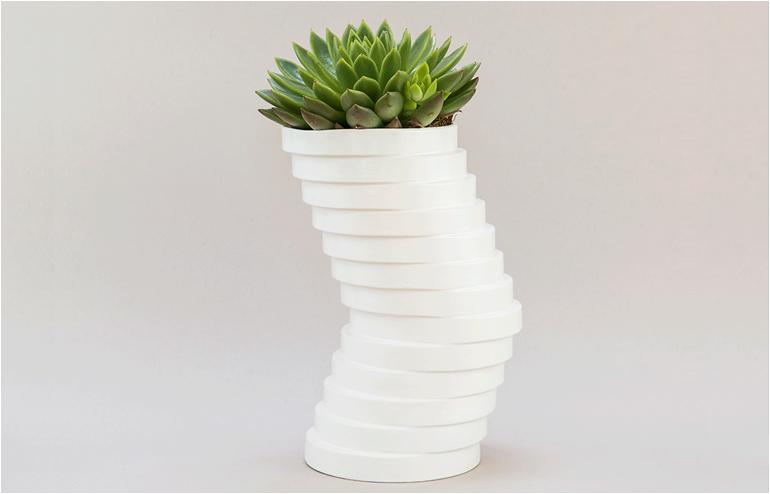 Studio Praktik | The Swirling Vase