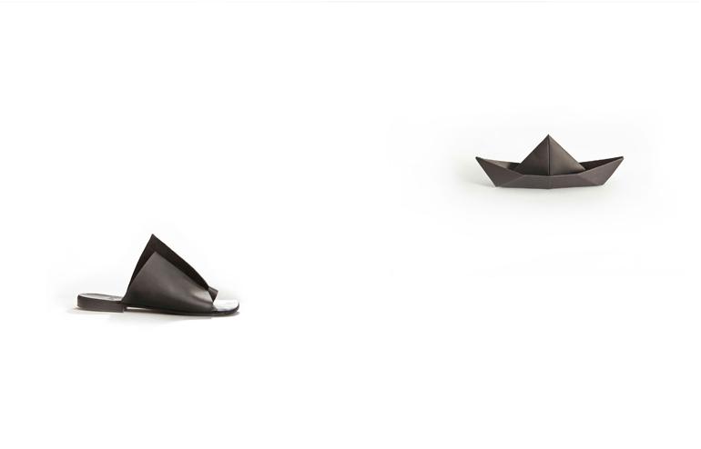 UnaUna | Black Toys. Black Shoes