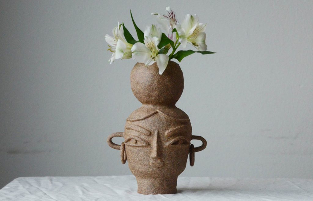 one of a kind sculptured vase by miri orenstein, the clay illustrator. // via: design break blog