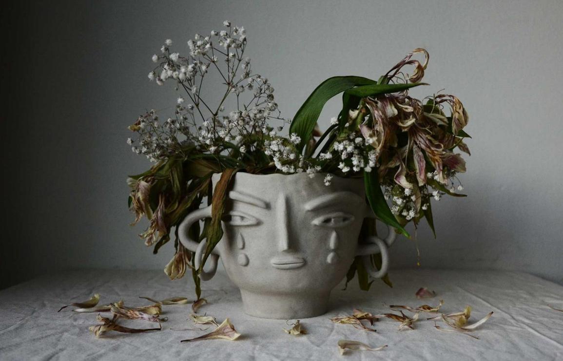 one of a kind sculptured vase by miri orenstein, the clay illustrator. // via: design break blog